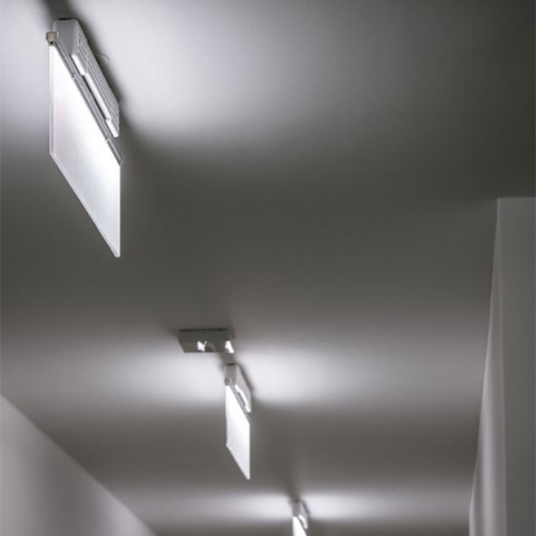 SKY LUM Tak utanpåliggande montage i korridor